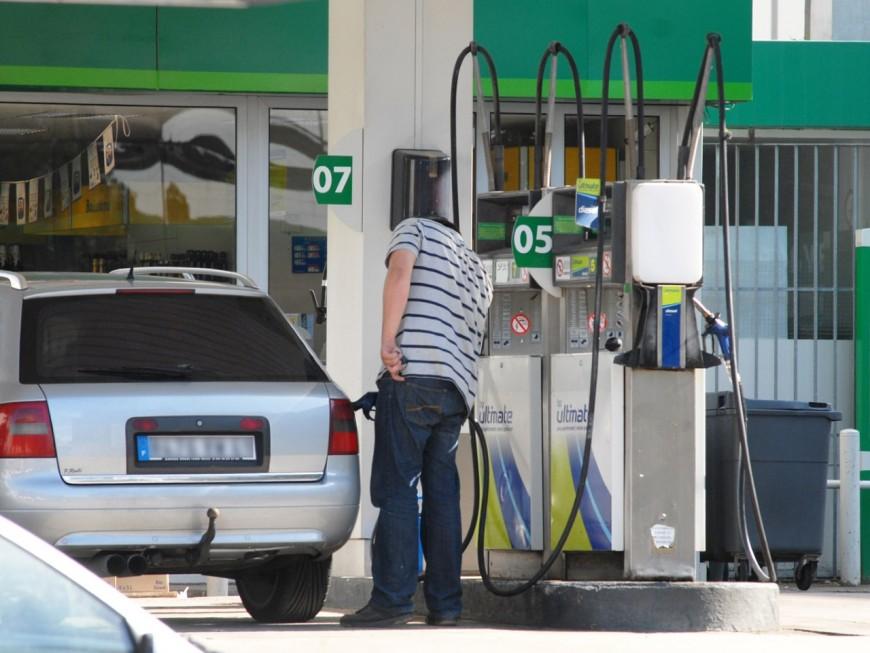 Il s'asperge d'essence à une station-service près de Lyon et tente de s'immoler