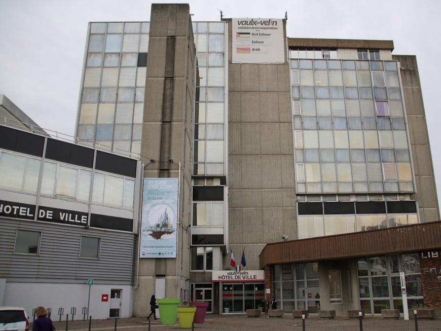 A Vaulx-en-Velin, Hélène Geoffroy lance les travaux de la mairie sans permis de construire