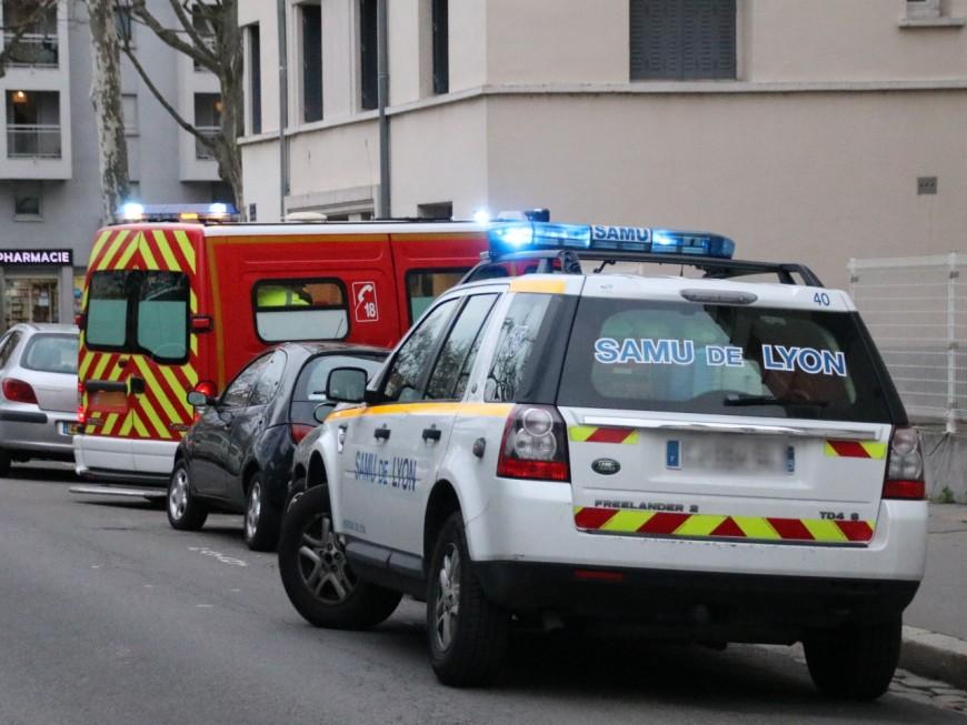 Trois personnes hospitalisées après un accident scooter-voiture à Caluire