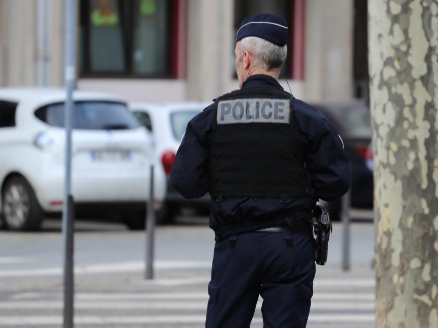 Une camionnette remplie de chaussures volées interceptée à Vénissieux