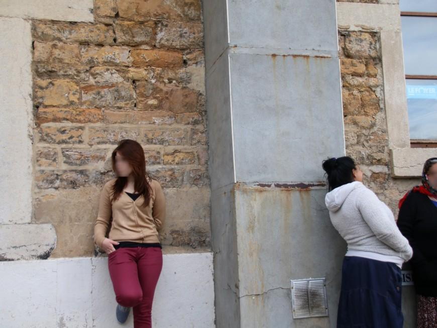 Lyon : une cinquantaine de Roms squattent la place Sathonay