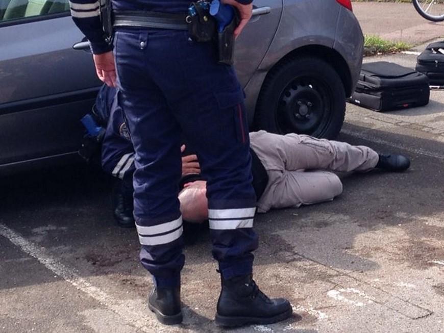 Rhône: un couple, avec son enfant, interpellé avec 9,5 kilos de cocaïne