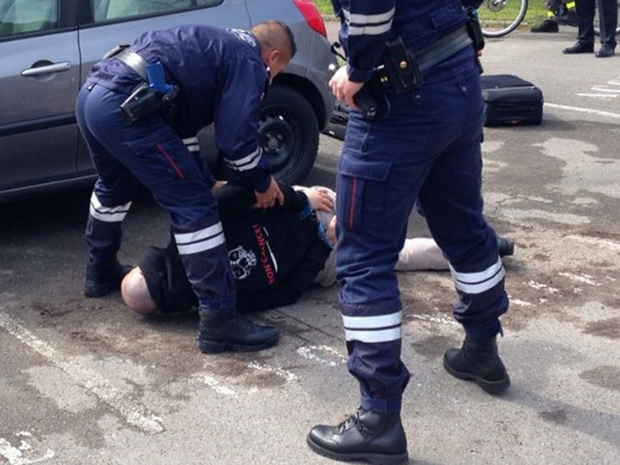 Près d'un million d'euros saisi dans une voiture au sud de Lyon