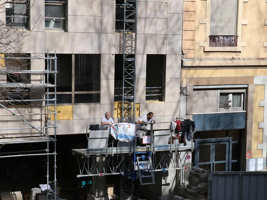 Rhône : 85% des chantiers stoppés, les entreprises du BTP demandent de l'aide