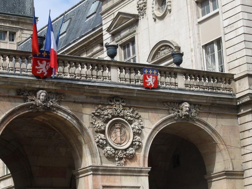 Licenciée par la Ville de Lyon, elle réclame plus de 150 000 euros d'indemnités
