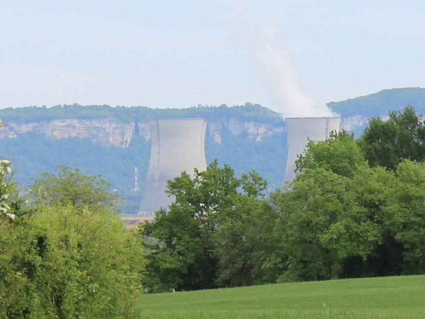 """Greenpeace mobilisé à Lyon pour dénoncer """"le scandale des anomalies"""" dans les centrales nucléaires"""