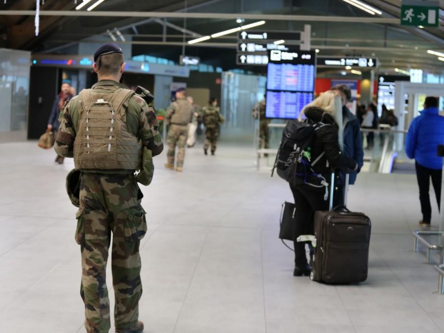 Lyon : un candidat au djihad s'entaille les veines après son interpellation à l'aéroport