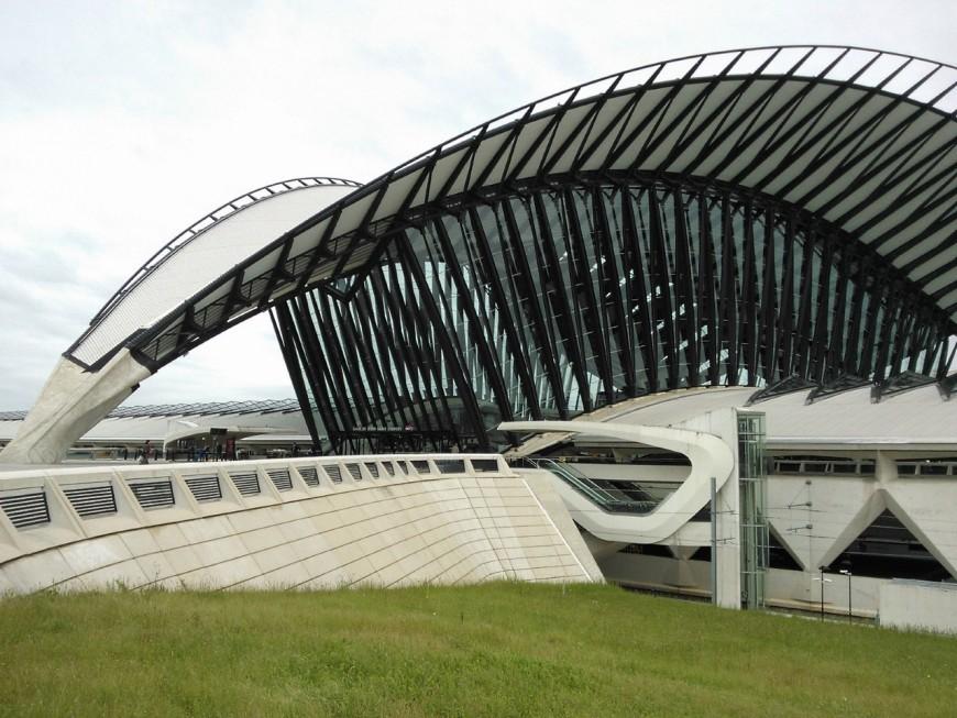 Aéroport de Saint-Exupéry : Vinci généreux avec les actionnaires et le directeur général