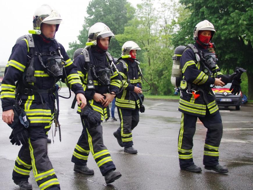 Lyon : les pompiers interviennent pour une tentative de suicide, ils sont accueillis avec une batte