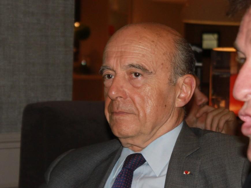 Primaire de la droite et du centre : Alain Juppé essuie les plâtres à Lyon