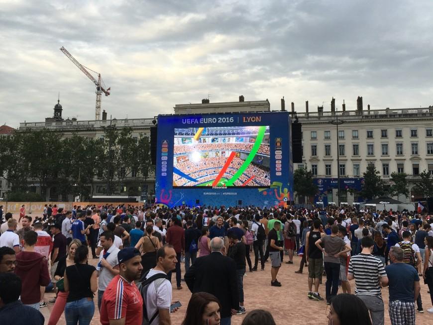 Euro 2016 à Lyon : davantage de monde sur la fan-zone qu'au Parc OL