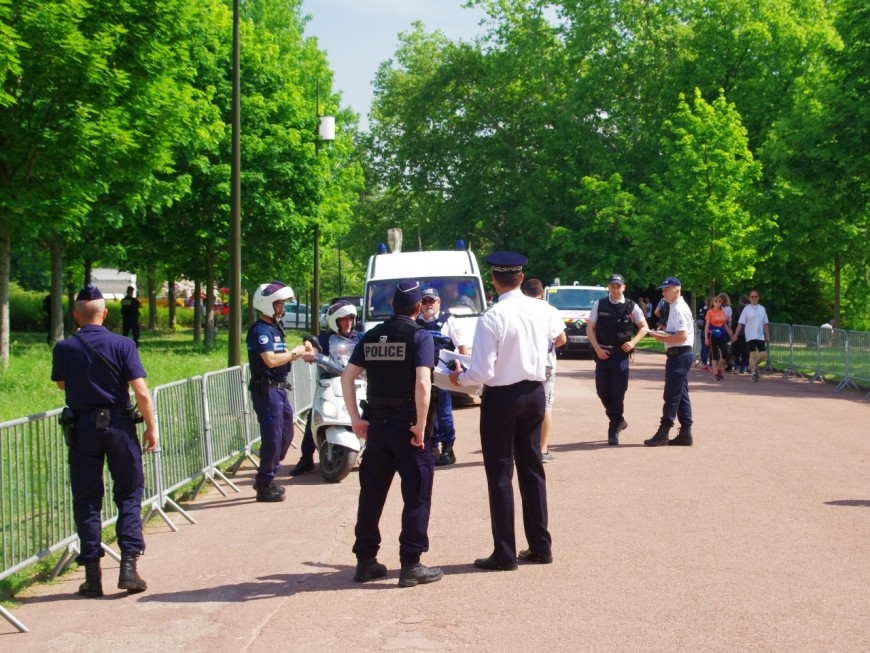 Deux policiers en civil interpellent un voleur de collier pendant leur jogging