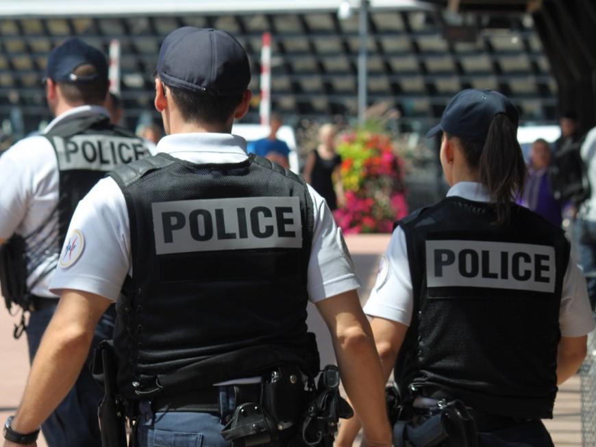 Lyon : le SDF énervé passe ses nerfs en frappant des policiers