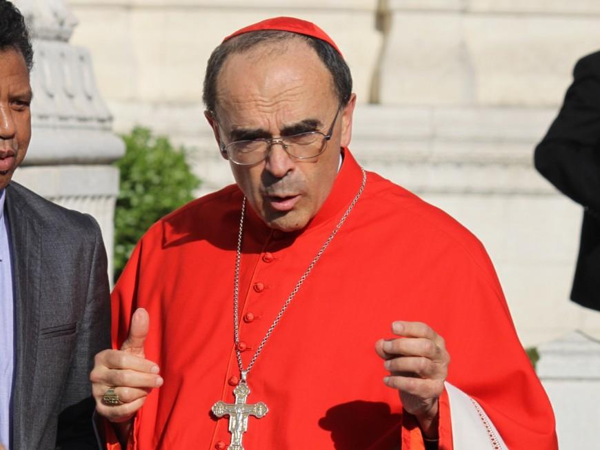 """Prêtre pédophile : le cardinal Barbarin reconnaît un """"réveil tardif"""""""