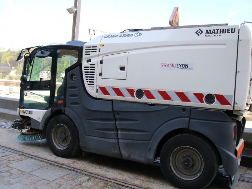 Le mobilier urbain près des gares et des hôpitaux de la Métropole de Lyon désinfecté