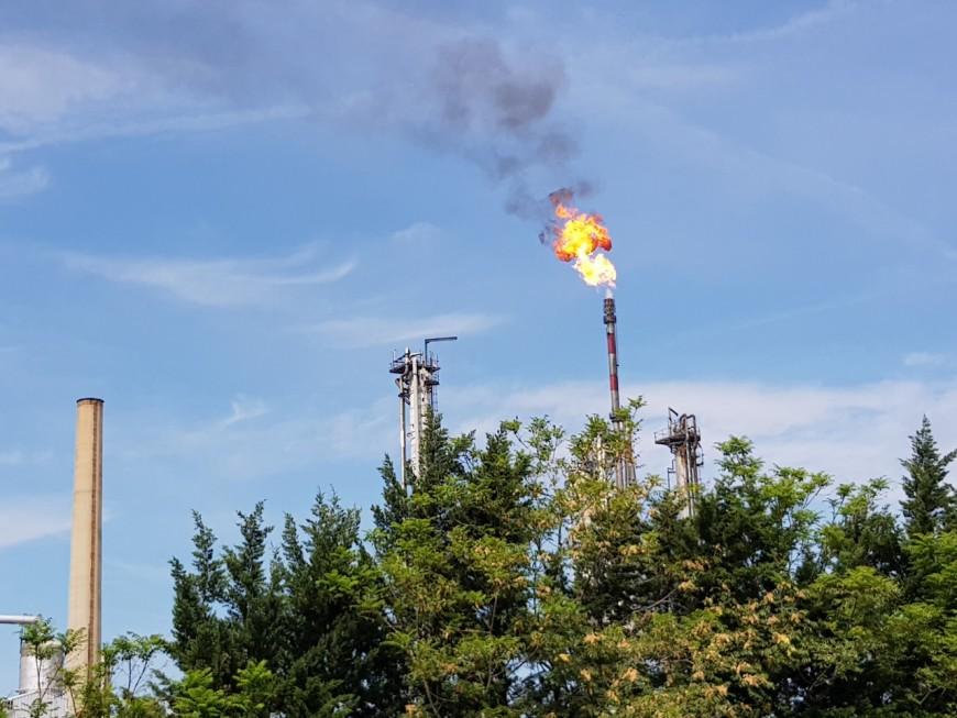 Nouvel incident technique à la raffinerie de Feyzin : un important panache de fumée au sud de Lyon