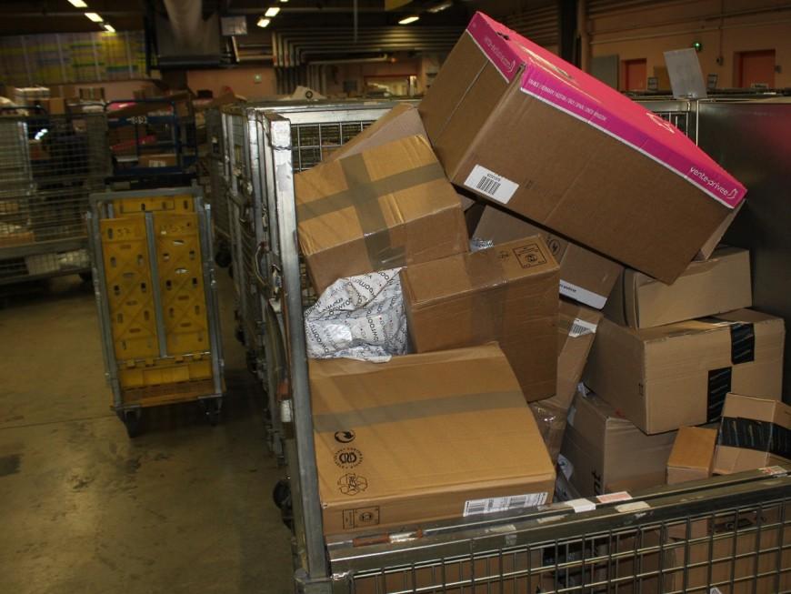 Rhône : le livreur Chronopost gardait les colis de Noël pour lui !