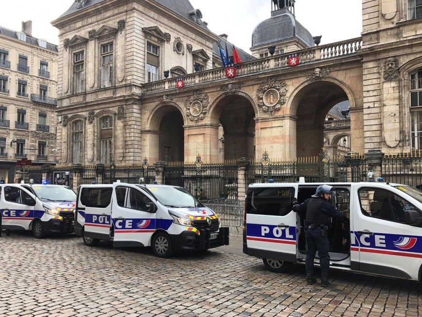 Lyon : tabassé devant l'Hôtel de Ville, un homme entre la vie et la mort