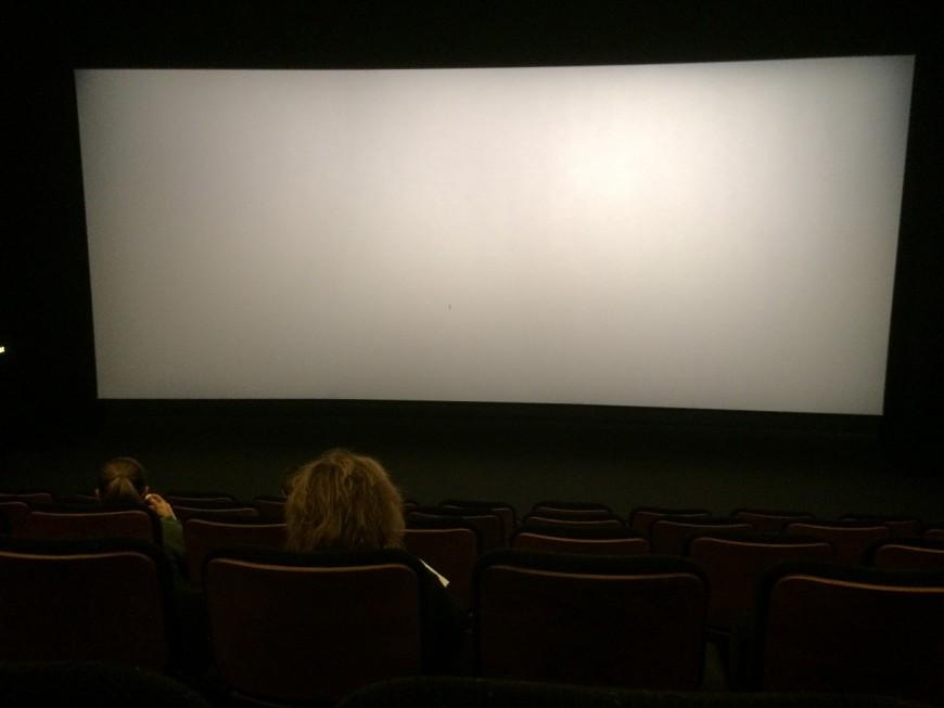 Il braque un cinéma rue Nat' à Villefranche