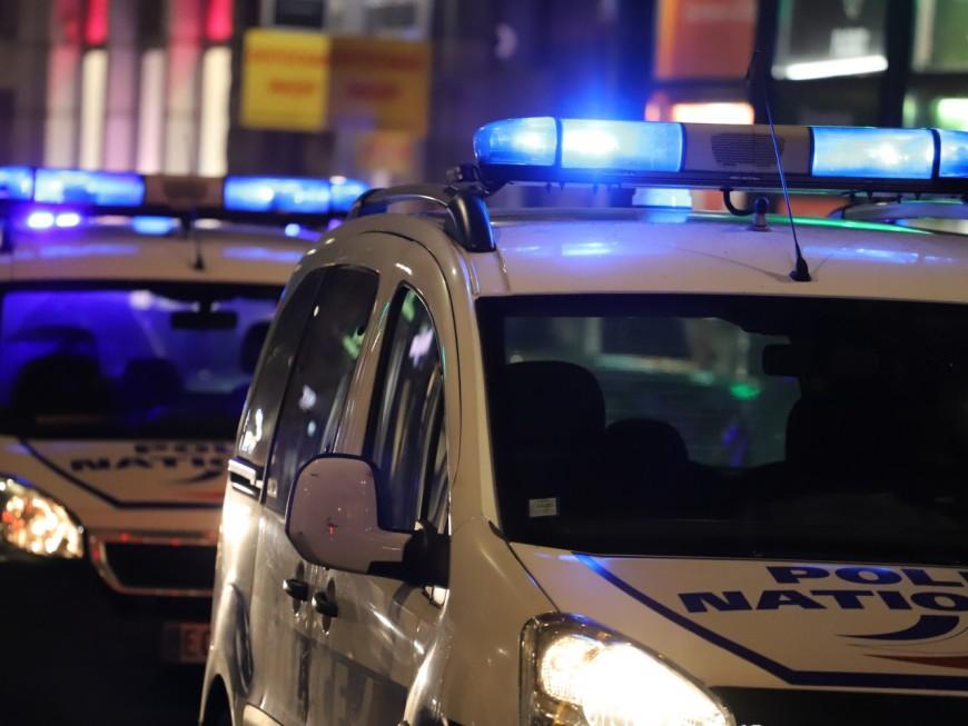 Près de Lyon: écroué après avoir frappé son voisin à coups de bouteille le soir de Noël
