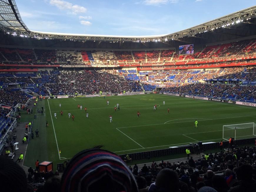 Finale de la Coupe de la Ligue : du spectacle sur la pelouse, le Parc OL en ébullition