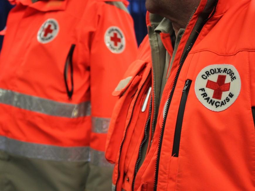 Paniers livrés : un centre logistique de la Croix-Rouge à Vaulx-en-Velin