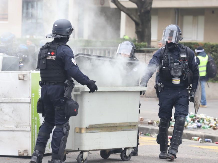 Rillieux : à plus de 50 ans, il incendiait des poubelles pendant les émeutes