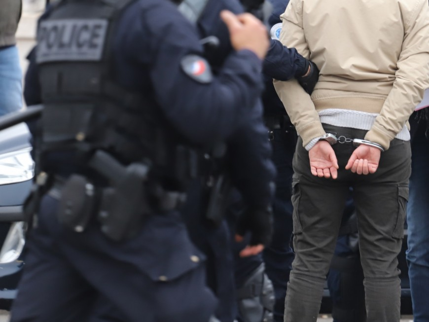 Lyon :en pleine nuit de confinement, la police intercepte un dealer avec60gdecocaïne