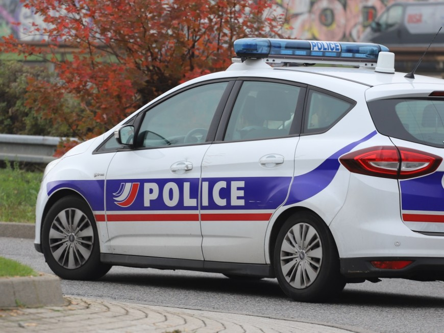 Lyon : un septuagénaire roule à contre-sens et percute un piéton