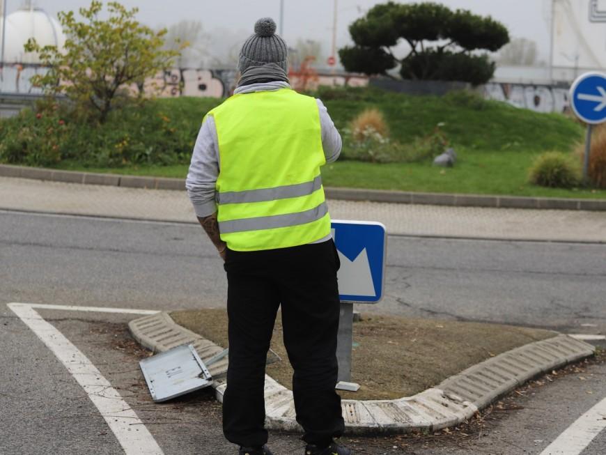 Lyon : des permanences de députés de la majorité présidentielle visées par les gilets jaunes