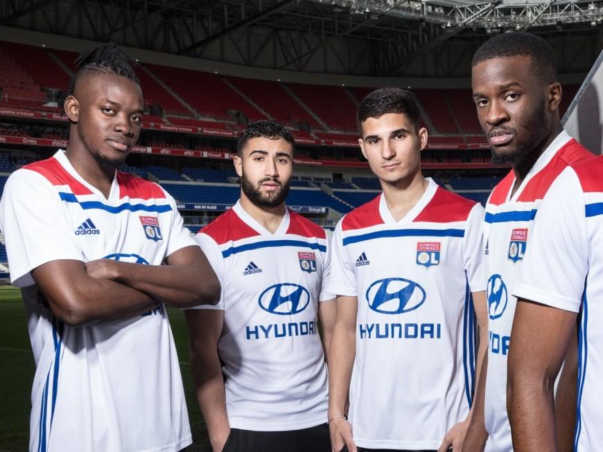L'Olympique Lyonnais dévoile son nouveau maillot, les supporters agacés par Adidas