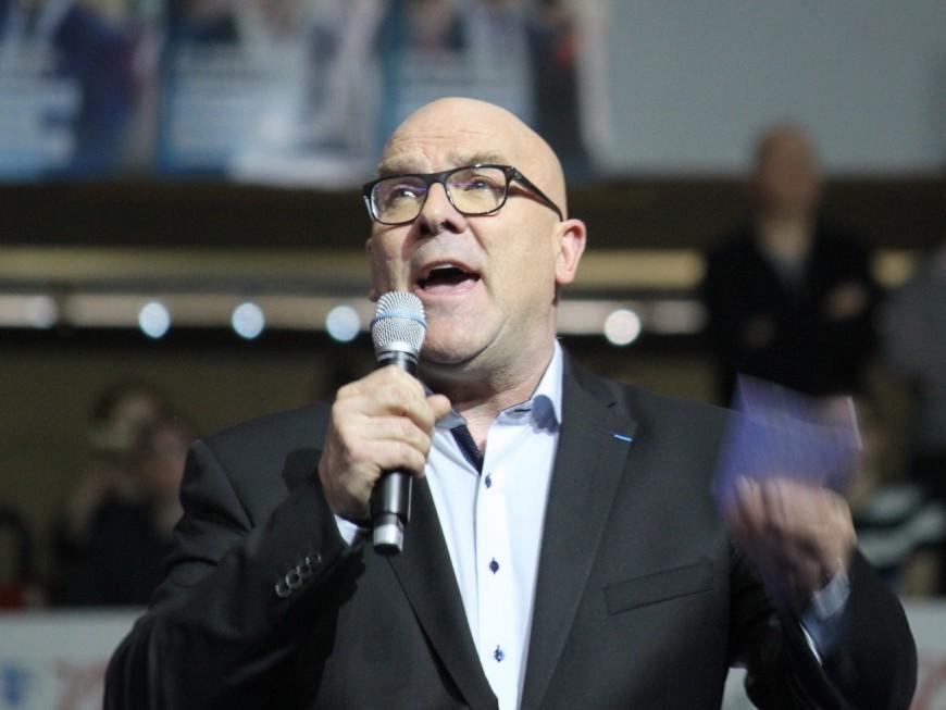 Assistant sans contrat ni salaire du député du Rhône Bruno Bonnell, il claque la porte