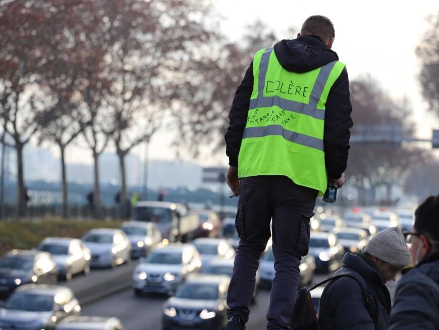 """Acte 36 à Lyon : une cinquantaine de gilets jaunes pour des opérations """"parkings gratuits"""""""