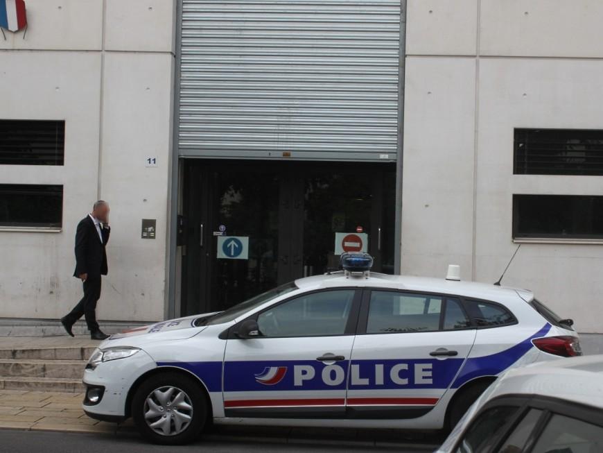 Lyon : il dégrade un véhicule de police avant de se rendre et d'offrir de faux billets