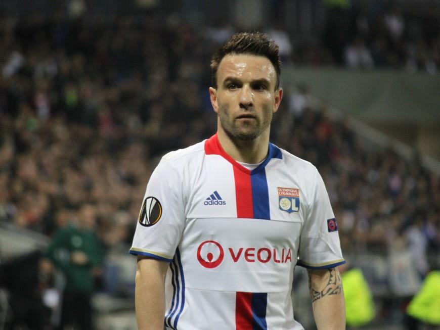 OL : Mathieu Valbuena également poussé vers la sortie ?
