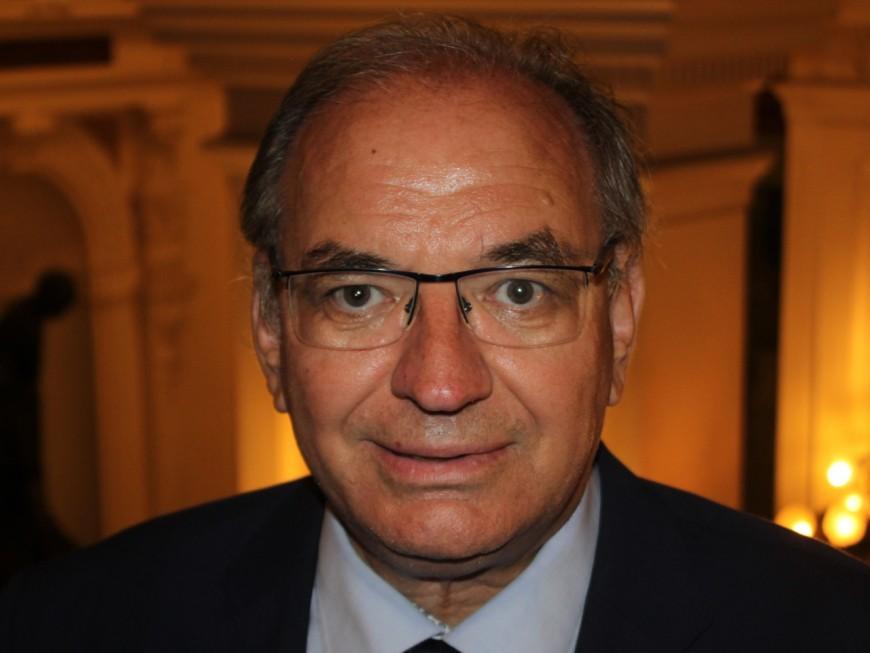 """Bernard Perrut """"contre la très forte réduction du nombre de députés"""""""