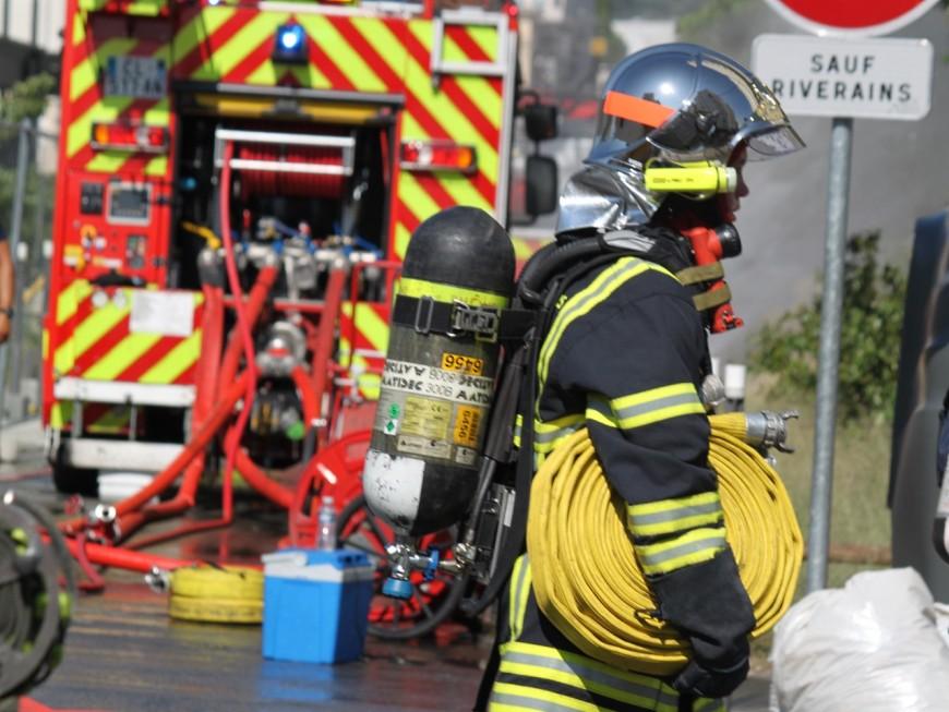 Lyon : une maison ravagée par les flammes ce jeudi après -midi
