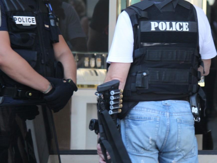 """Villeurbanne : armé d'un couteau et muni d'un Coran, il se jette sur les policiers en criant """"Allah Akbar"""""""