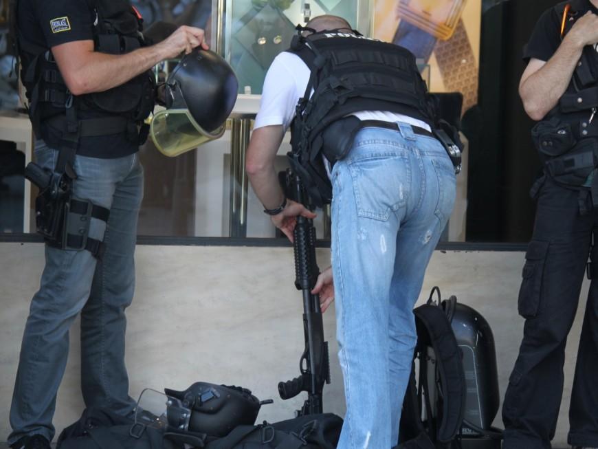 Lyon : sa promotion est annulée, il terrorise ses collègues avec un revolver