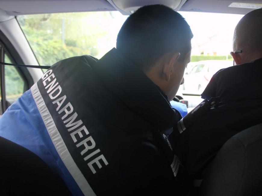 Après son accident, il continue à boire en attendant les gendarmes