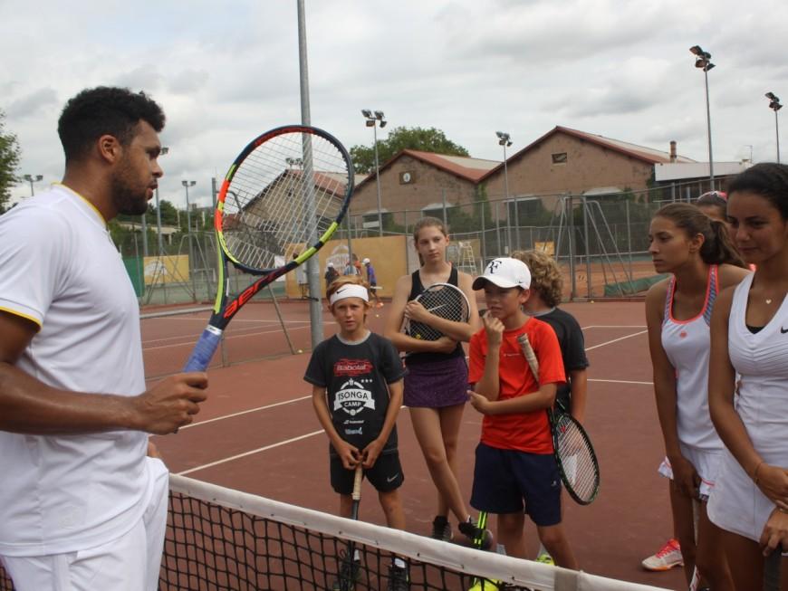 Jo-Wilfried Tsonga régale de jeunes tennismen à son camp d'été lyonnais