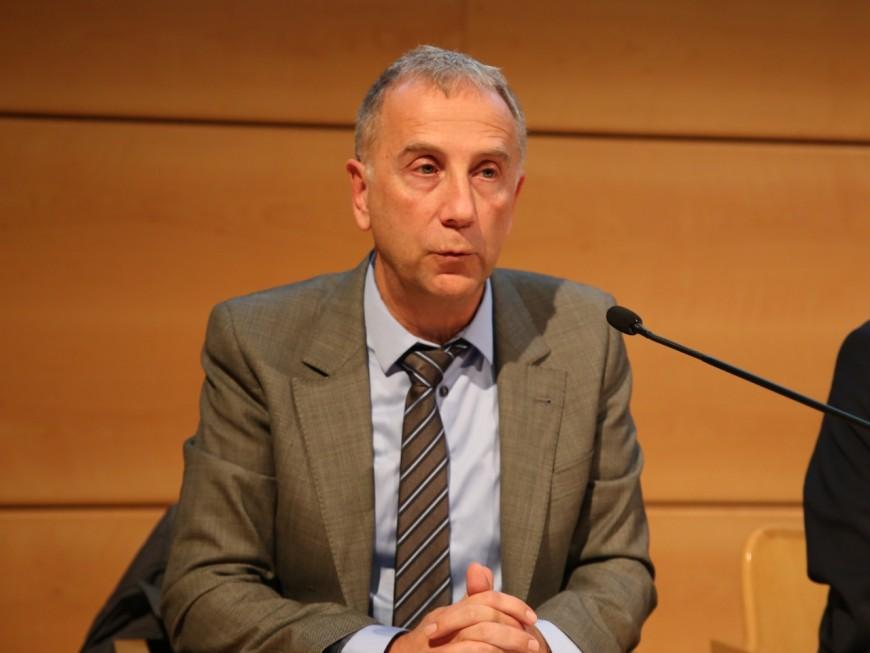 Le caprice d'Alain Giordano pour rester sur l'estrade du conseil municipal de Lyon