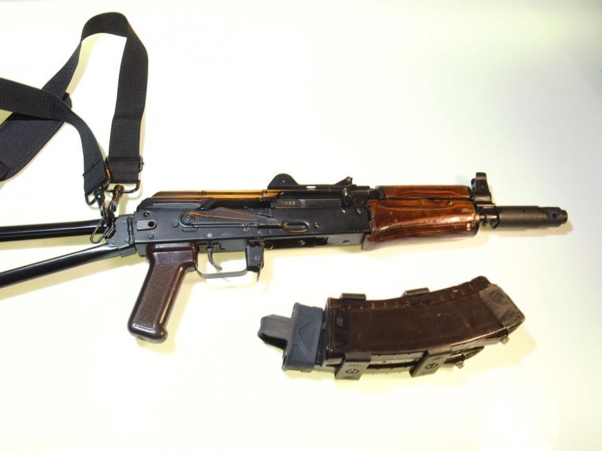 Lyon : refoulé d'une boîte de nuit, il revient avec deux amis, un AK-47 et un fusil à pompe
