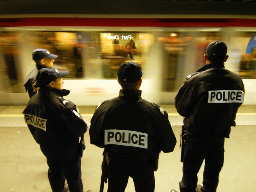 Lyon : des jeunes s'amusent avec un extincteur, le métro D perturbé
