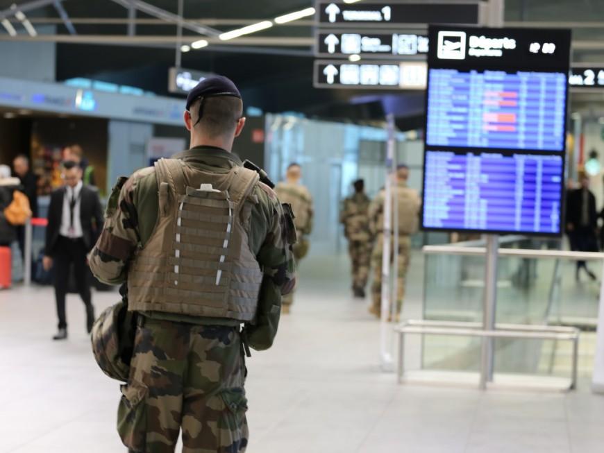 A l'aéroport de Lyon Saint-Exupéry, le SDF américain du Havre casse des photomatons