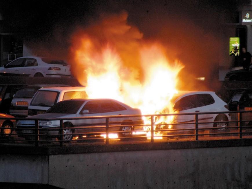 Nuit de violences à Lyon : deux policiers blessés, le mutisme de la municipalité