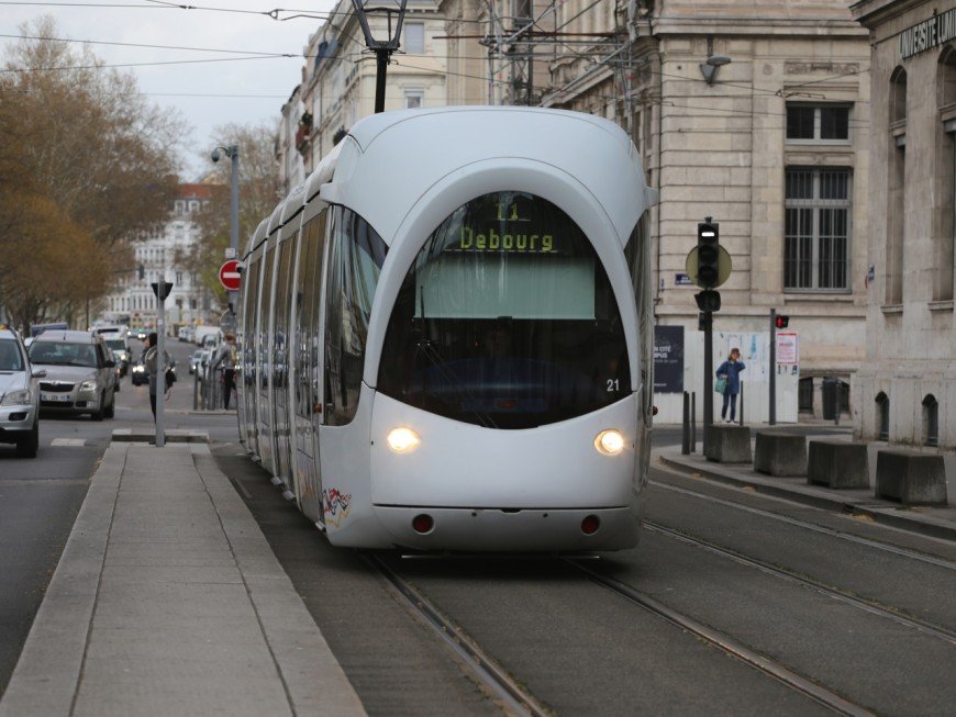 Lyon : avec une arme factice, il réclame des cigarettes aux usagers du tram
