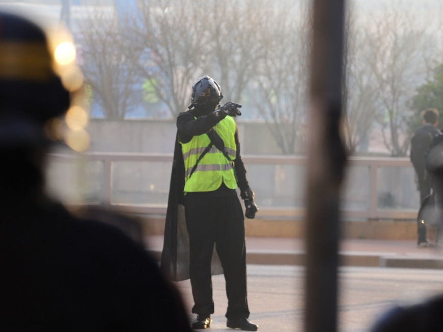 Lyon : prison avec sursis pour un Gilet jaune surarmé