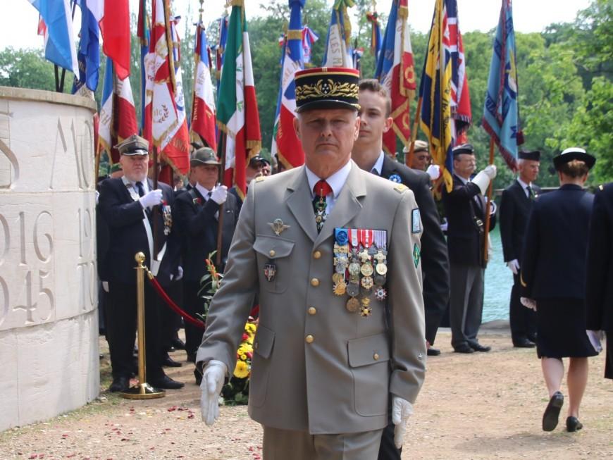 Le gouverneur militaire de Lyon Pierre Chavancy quitte les bancs de l'armée