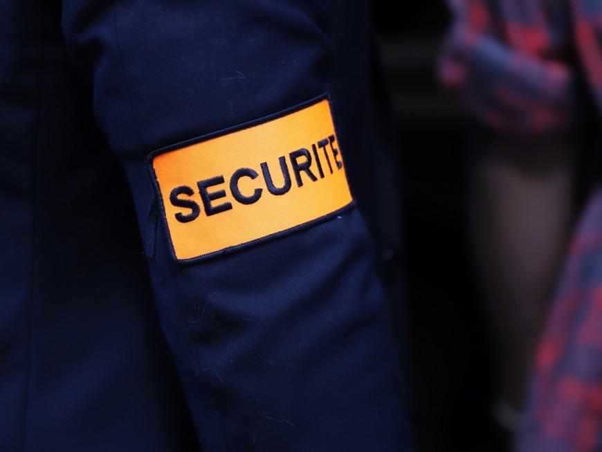 Lyon : le vigile du supermarché leur demande de respecter les distances de sécurité, ils sortent un Taser